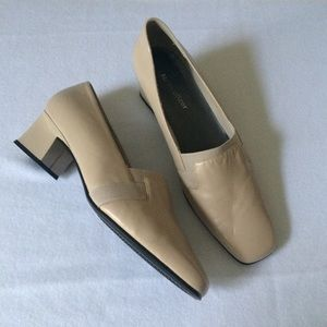 Naturalized Leather Pumps Taupe Low Block Heel 11M